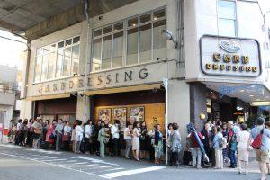 大阪京橋フラメンコライブの開場前に長蛇するお客様の様子