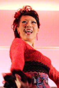 大阪京橋フラメンコライブで踊るフラメンコダンサー岡島久子の写真