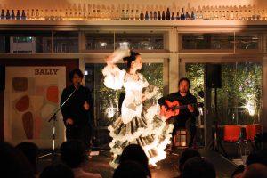 大阪中之島フラメンコイベントでグアヒーラを踊る生徒の写真