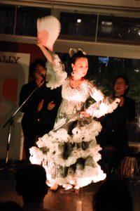 大阪中之島フラメンコイベントでグアヒーラを踊るプライベートレッスン生徒の写真