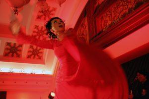 大阪梅田阪急百貨店でのフラメンコライブで踊る岡島久子の写真