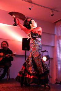 大阪京橋フラメンコライブでセビジャーナスを踊るフラメンコダンサー岡島久子の写真