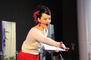 関西テレビでのフラメンコイベントで講習するフラメンコ舞踊家岡島久子の写真