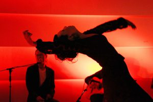 大阪京橋のフラメンコライブで踊る岡島久子の写真