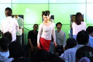 関西テレビでのフラメンコイベントで講習する岡島久子&お客様の写真