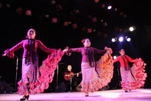 大阪梅田フラメンコ教室発表会で踊るセミプライベートレッスン生徒3人の写真