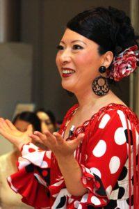 大阪天満橋フラメンコイベントで講習するフラメンコダンサー岡島久子の写真