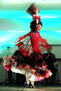 大阪京橋フラメンコライブでタンゴを踊るフラメンコ舞踊家岡島久子の写真