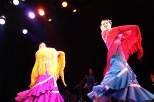 大阪梅田フラメンコ教室発表会で踊るセミプライベートレッスン生徒2人の写真
