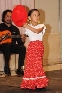 大阪天満橋フラメンコイベントで踊るキッズ生徒の写真