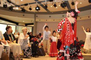 大阪天満橋フラメンコイベントでの踊り講習の一幕