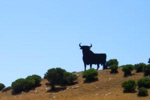 スペインアンダルシアの闘牛の看板のある風景