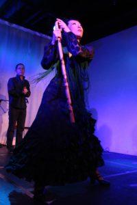 大阪梅田グランフロント大阪フラメンコライブでマルティネーテを踊る岡島久子の写真