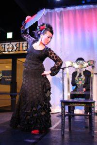 大阪梅田フラメンコライブでセビジャーナスを踊る岡島久子