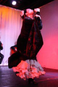 大阪梅田グランフロント大阪フラメンコライブでソレアを踊るフラメンコ舞踊家岡島久子の写真