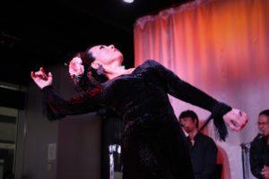 大阪梅田フラメンコライブでソレアを踊る岡島久子