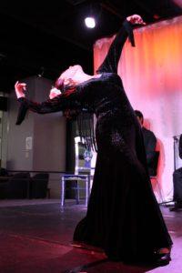 大阪梅田グランフロント大阪フラメンコライブで踊るフラメンコ舞踊家岡島久子の写真