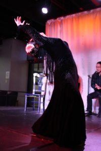 大阪梅田グランフロントフラメンコライブでソレアを踊るフラメンコ舞踊家岡島久子の写真