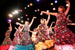 岡島久子フラメンコ教室発表会@大阪梅田でセビジャーナスを踊る生徒の写真