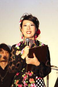 フラメンコ夏の宴2019@大阪中之島で司会進行するフラメンコ舞踊家岡島久子の写真