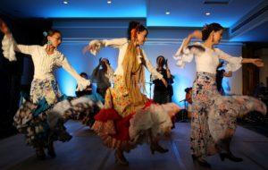 フラメンコ夏の宴2019@大阪中之島でファンダンゴを踊る生徒の写真