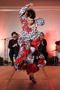 大阪中之島フラメンコライブでアレグリアスを踊るフラメンコダンサー岡島久子の写真