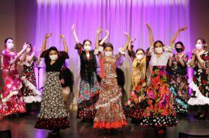 岡島久子フラメンコ教室感謝祭@大阪天満橋でマスク姿でリハーサルをする生徒の写真