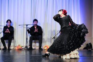 大阪天満橋フラメンコライブでセビジャーナスを踊るフラメンコダンサー岡島久子の写真